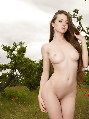 Showy Beauty  Emily  Babes, Blondes, Natural